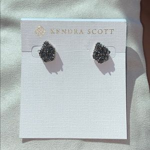 Tessa Kendra Scott earnings